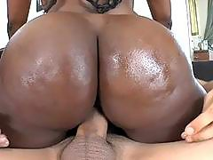 Ebony acquires her twat drenched with pleasure